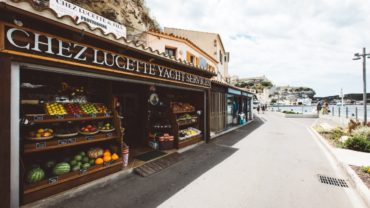 """<span class=""""entry-title-primary"""">CHEZ LUCETTE</span> <span class=""""entry-subtitle"""">Une escale gourmande</span>"""