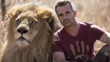 """<span class=""""entry-title-primary"""">KEVIN RICHARDSON</span> <span class=""""entry-subtitle"""">L'homme qui murmure  à l'oreille des lions…</span>"""